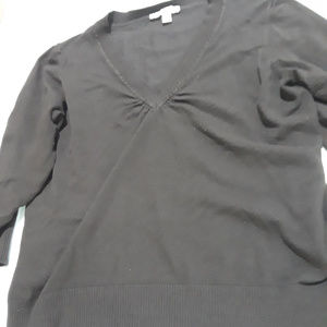 Brown V-neck sweater with 3/4 sleeves